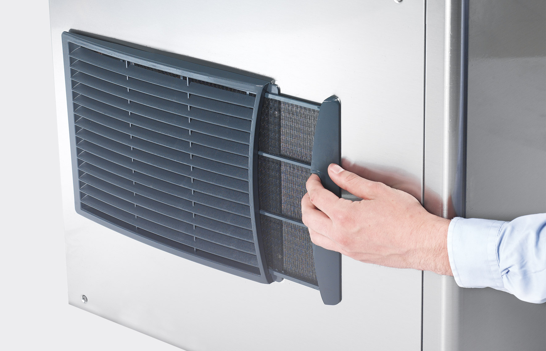 Easily removable side condensation filter